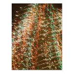 Luces abstractas del árbol de navidad, fondo negro postal