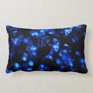 Luces azules bonitas de la flor cojines