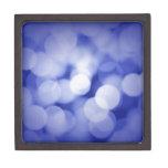Luces azules brillantes