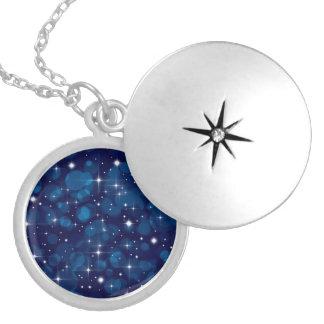 Luces azules de Bokeh con las chispas Medallón