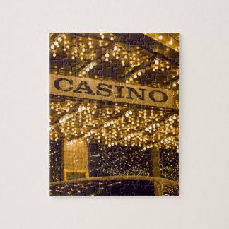 Luces brillantes Las Vegas del casino que juega el Rompecabezas