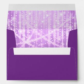 Luces brillantes púrpuras del ciruelo de Mitzvah Sobres