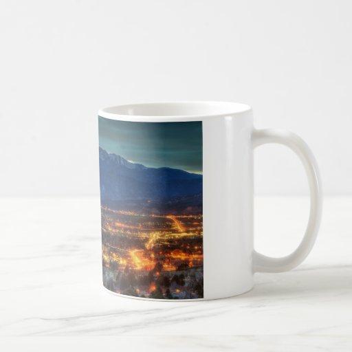 Luces de Colorado Springs Taza Básica Blanca