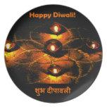 Luces de Diwali Diya y saludo felices del Hindi Plato Para Fiesta