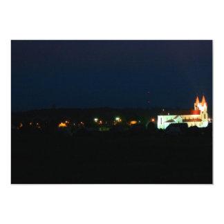 """Luces de la iglesia de la ciudad invitación 5"""" x 7"""""""