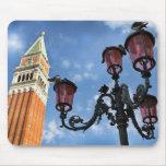 Luces de la torre y de calle de Venecia San Marco Tapetes De Raton