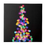 Luces de navidad borrosas azulejos cerámicos