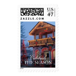 Luces de navidad, calle festiva, delantera en la timbres postales