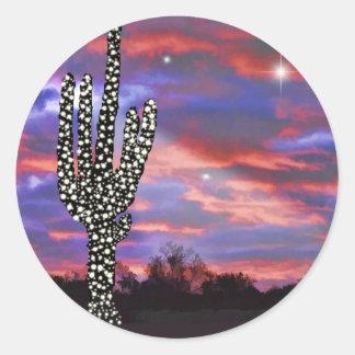 Luces de navidad en el cactus del Saguaro del Pegatina Redonda