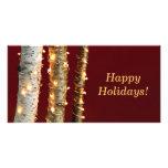 Luces de navidad en troncos del abedul tarjeta personal