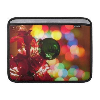 Luces del árbol de navidad de las decoraciones del fundas para macbook air