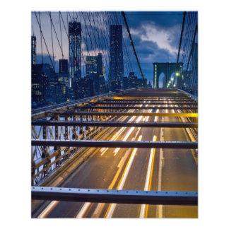 Luces del puente de Brooklyn en la noche Tarjeton
