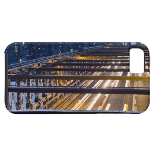 Luces del puente de Brooklyn en la noche iPhone 5 Cárcasa