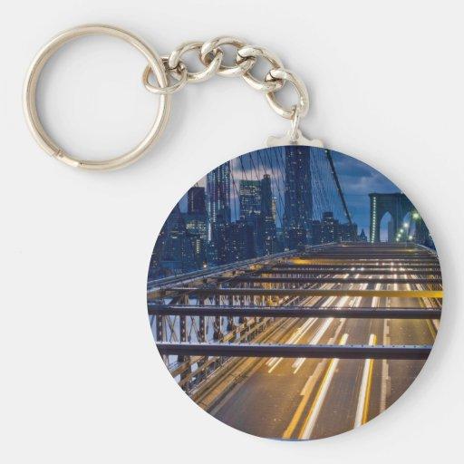 Luces del puente de Brooklyn en la noche Llavero Personalizado
