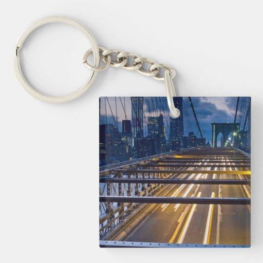 Luces del puente de Brooklyn en la noche Llavero Cuadrado Acrílico A Doble Cara