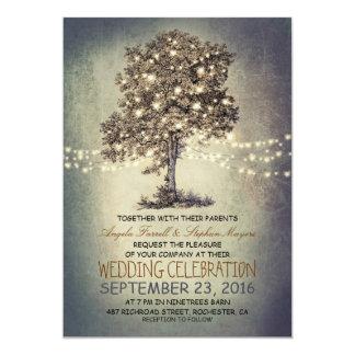 Luces rústicas del árbol y de la secuencia que invitaciones personalizada