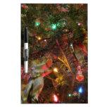 Luces y ornamentos de navidad pizarra blanca