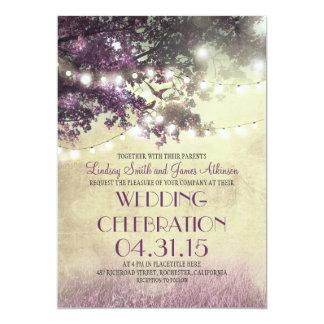 """Luces y pájaros púrpuras del árbol que casan la invitación 5"""" x 7"""""""