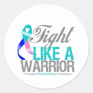 Lucha como un cáncer de tiroides del guerrero pegatina redonda