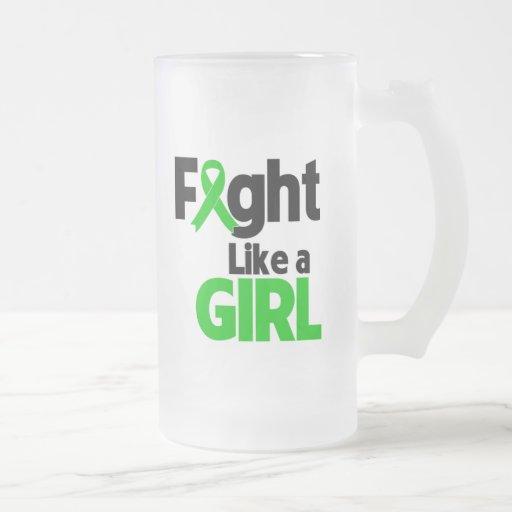 Lucha de la enfermedad de riñón como un chica taza