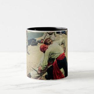 Lucha de los piratas sobre el tesoro taza de dos tonos