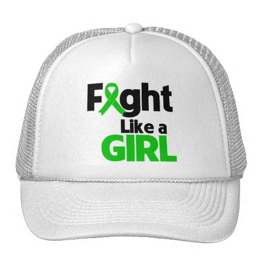 Lucha del cáncer del riñón como un chica gorras de camionero