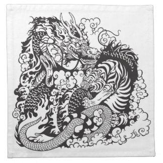 lucha del dragón y del tigre servilleta imprimida
