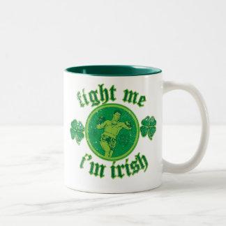 Lúcheme que soy irlandés taza de café de dos colores