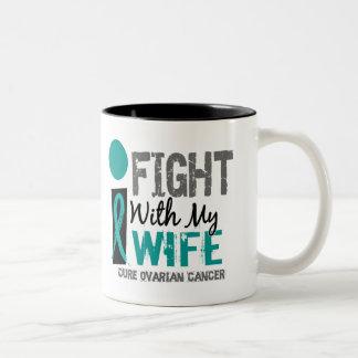 Lucho con mi cáncer ovárico de la esposa taza dos tonos