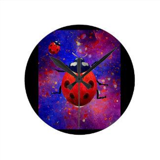 Luck beetle round clock