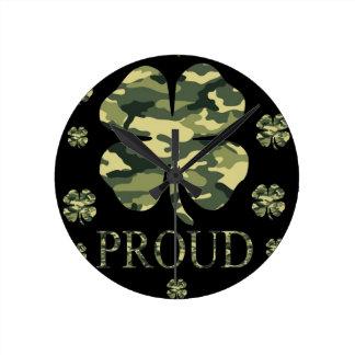 Luck Irish Four leaf clover - Camouflage Round Clocks
