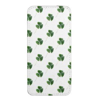 Lucky Shamrocks Pattern iPhone 5 Pouch