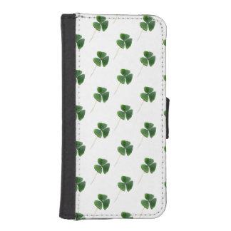 Lucky Shamrocks Pattern iPhone 5 Wallet Cases