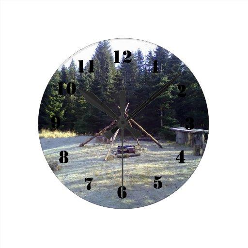 Lugar de descanso del bosque relojes de pared