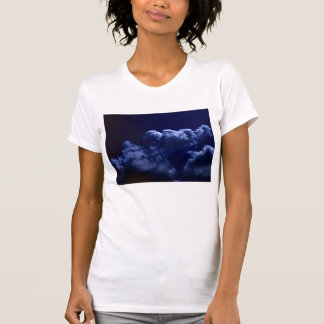 Luminous Chaotic Cumulus In The Darkness-zoomed ou T Shirt