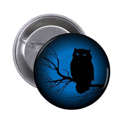 Luna azul del búho fantasmagórico pin redondo de 2 pulgadas