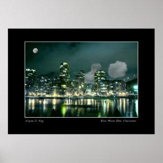 Luna azul sobre Vancouver Posters