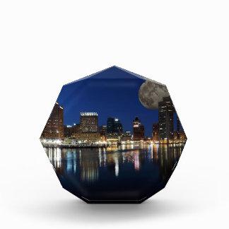 Luna céntrica del horizonte de la oscuridad de