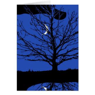 Luna con el árbol, azul de cobalto, blanco y negro tarjeta pequeña