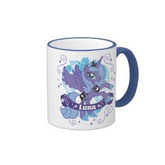 Luna con la voluta taza de café