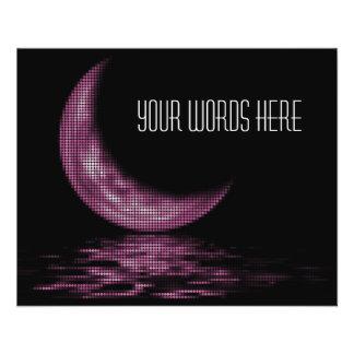 Luna creciente de la reflexión en rosa del lago tarjetas informativas