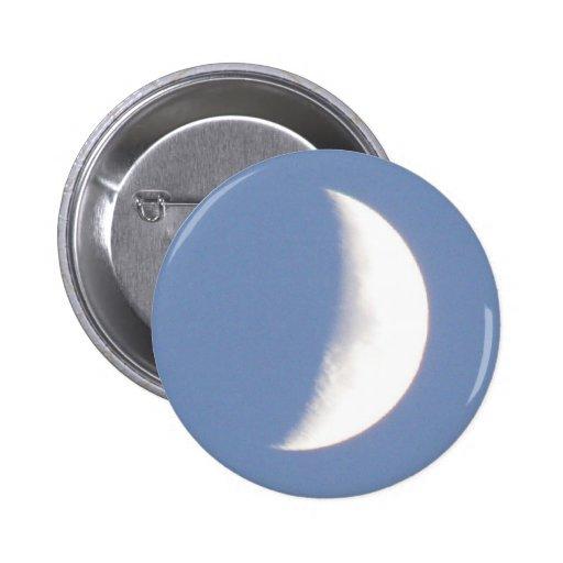 Luna creciente que encera hermosa en botón de la l
