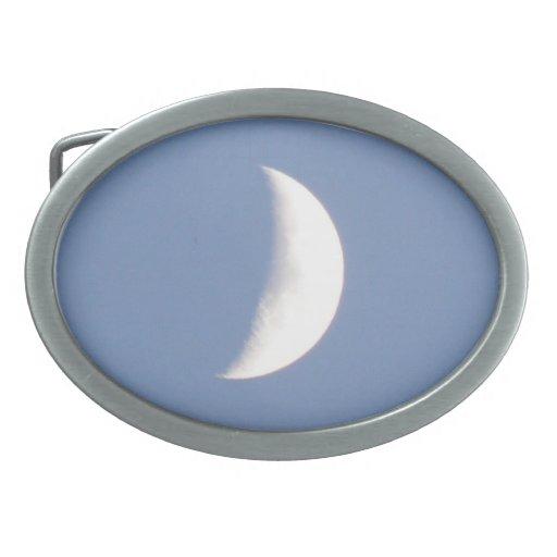 Luna creciente que encera hermosa en luz del día hebillas de cinturón ovales
