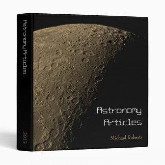 """Luna cuarta con los cráteres altamente visibles carpeta 1"""""""