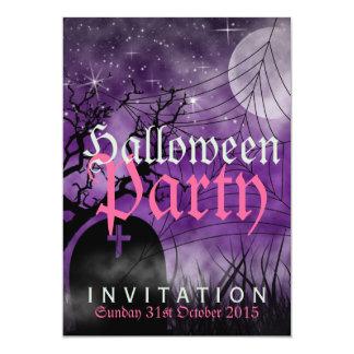Luna de Halloween y invitación de la púrpura del