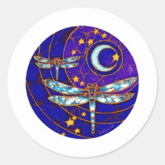 luna de la libélula pegatina redonda