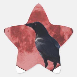 Luna de la sangre con el cuervo pegatina en forma de estrella