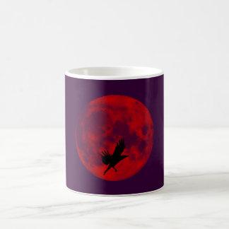 Luna de sangre cuervo blood moon raven taza de café