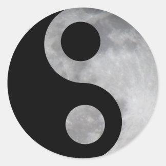 Luna de Ying yang Pegatina Redonda