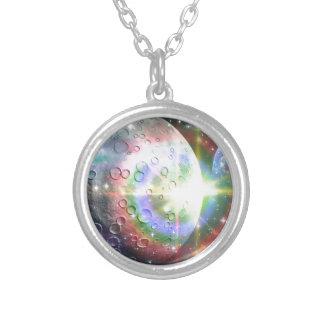 luna del arco iris collar plateado